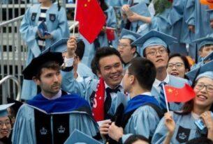 美国新任总统拜登于1月20日正式就职。对于正在美国读书以及还在犹豫是否应赴美留学的中国学生来说,新总统上台能否带来与特朗普政府不同的留学政策,左右着他们对未来发展的计划。
