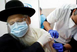 据以色列当地媒体报道,在接种了辉瑞新冠病毒疫苗的近100万以色列人中,超过200人仍然确诊感染新冠病毒。报道称,由于这种疫苗不能立即对病毒产生免疫效果,因此在接种首剂疫苗的一个月内,人们仍需保持警惕做好防护。