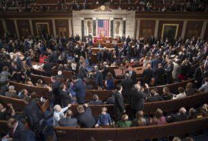 """国会众议院当地时间25日表决通过""""平等法案"""",禁止在就业、住房、教育等领域歧视LGBT(女同性恋者、男同性恋者、双性恋者、跨性别者)群体。"""