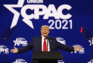 特朗普在保守派政治行动会议上发表讲话 图源:路透社