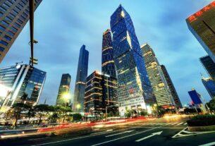 近日,胡润研究院发布的《2021胡润财富自由门槛》显示,中国一线城市入门级财富自由门槛1900万元、二线城市1200万元、三线城市600万元;一线城市中级财富自由门槛6500万元、二线城市4100万元、三线城市1500万元;一线城市高级财富自由门槛1.9亿元、二线城市1.2亿元、三线城市6900万元;国际级财富自由门槛3.5亿元,相当于5000万美元。