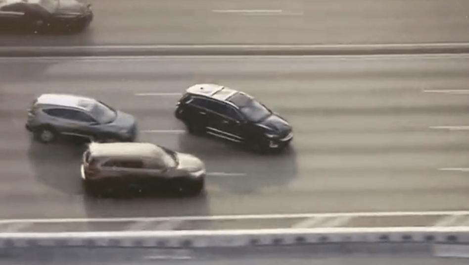 佛州警方在高速公路上追捕偷车贼