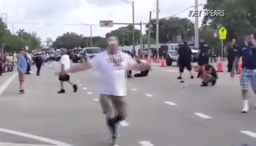 佛罗里达州一游行活动发生卡车撞人事故 造成1死1伤