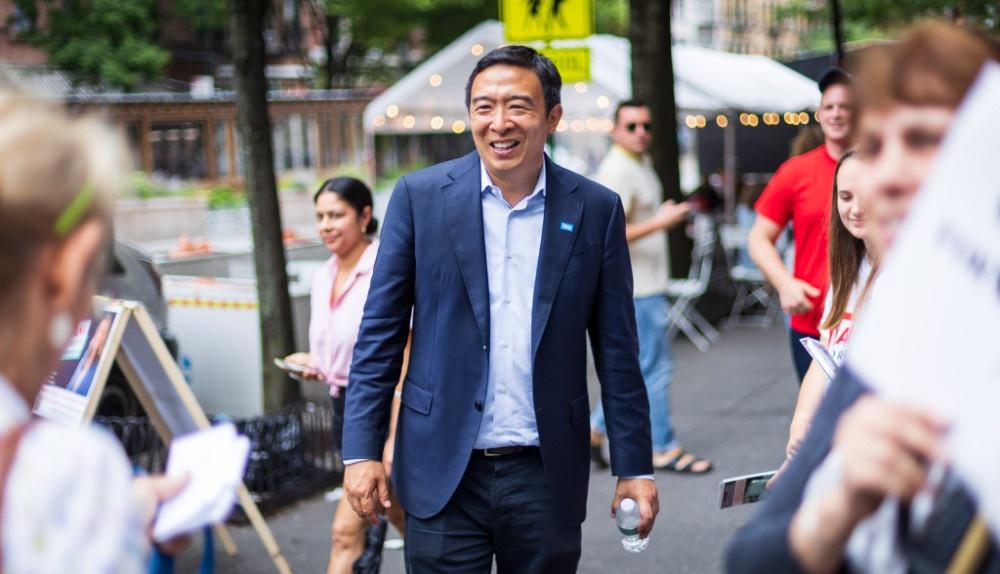 杨安泽退出纽约市长竞选,理由与去年退出总统大选如出一辙