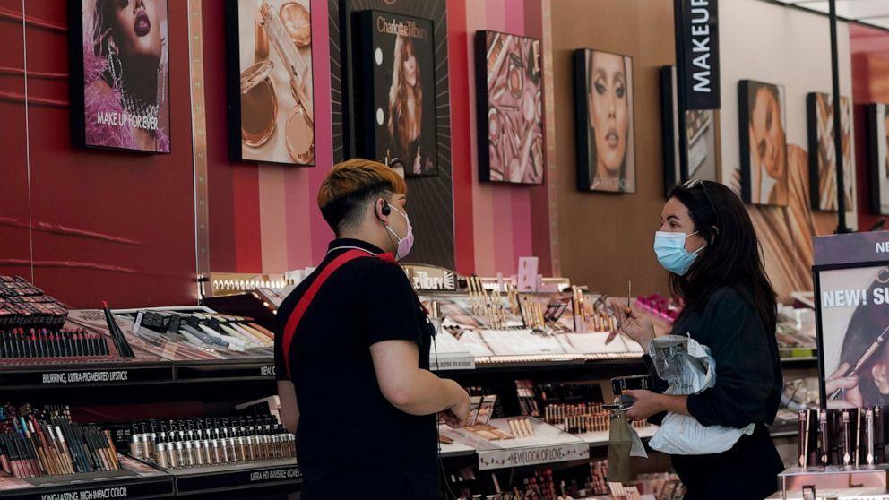 """研究发现:美国、加拿大销售的过半化妆品含""""有毒化合物"""""""