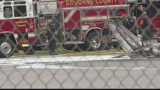 佛州一单引擎飞机在机场坠毁,机上人员全部遇难