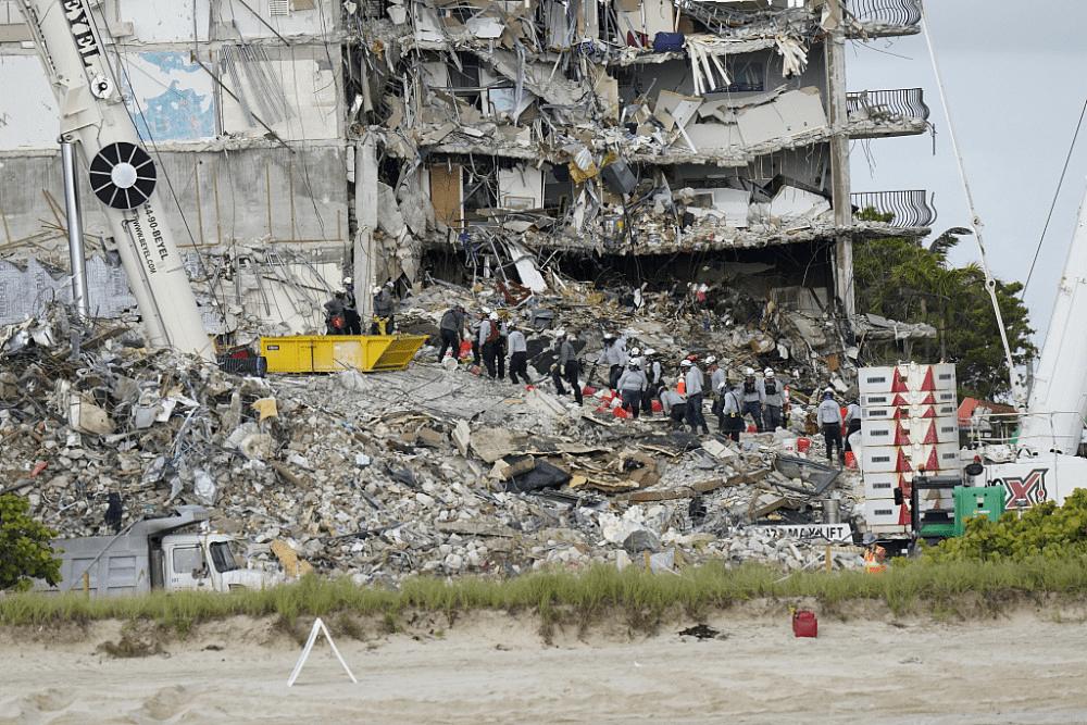 悼念大楼坍塌遇难者 迈阿密海滩取消独立日庆祝