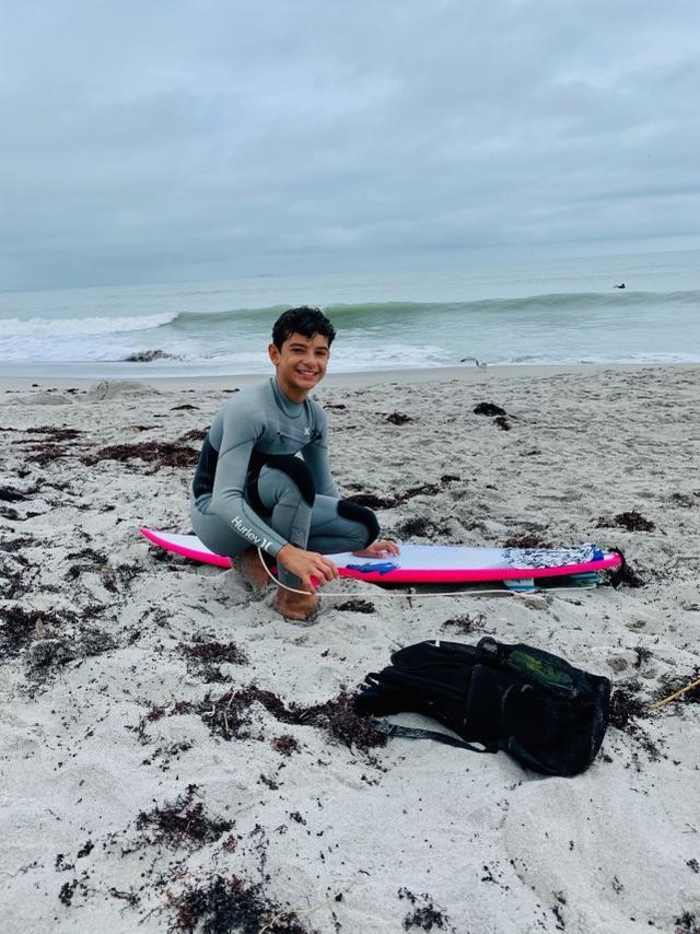 """冲浪遇公牛鲨!佛州12岁少年小腿肚""""整个被啃光""""…"""