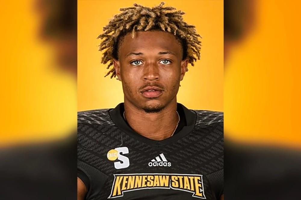 佛州大学生橄榄球新秀遭枪击身亡,汽车被50发子弹击中