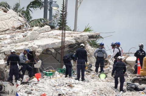 迈阿密同地区又一公寓楼顶垮塌