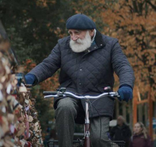 """84岁英国农夫成为网红,""""治愈系""""声线吸引了16万人"""