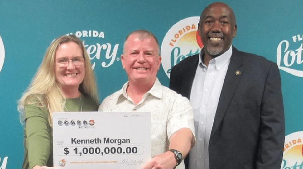 佛州男子打扫卫生时发现一张旧彩票中了100万美元