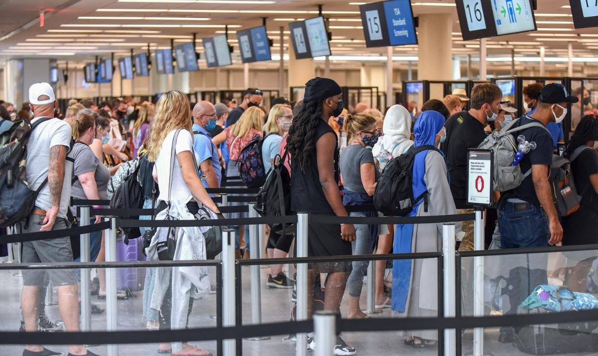 独立日假期开始 奥兰多机场迎出行高峰
