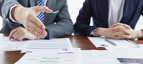 佛州准备就失去失业补助提起诉讼,以减轻财务压力