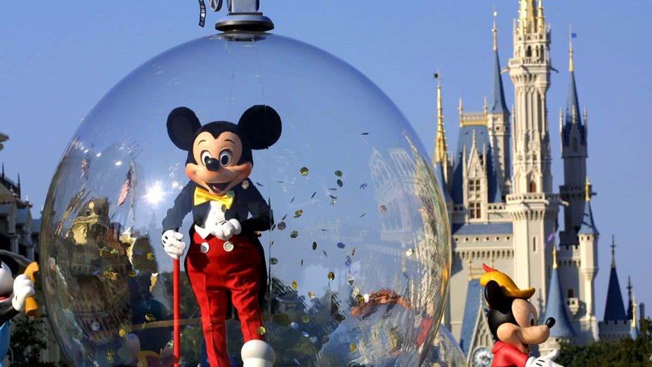 """迪士尼主题公园推出""""贵宾""""服务:可花钱换取排队时间"""