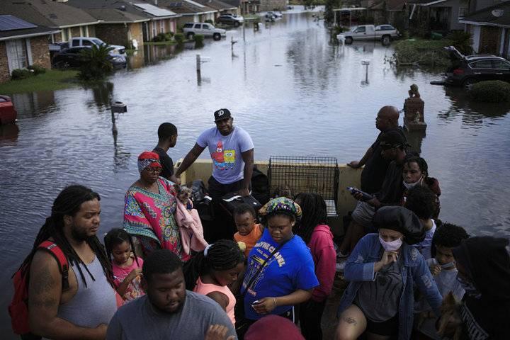 """风暴""""艾达""""向美国内陆州推进,1人死亡、100多万户停电"""