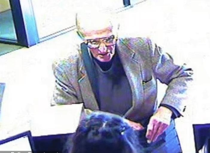 84岁老人不带伪装抢银行:社保金无法维持生活,想回监狱