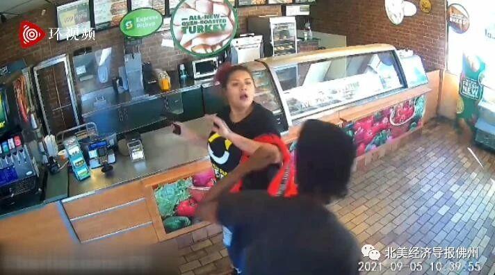 """伊利诺伊州劫匪持枪抢劫快餐店遭女店员""""反杀"""",当事者事后被停职"""