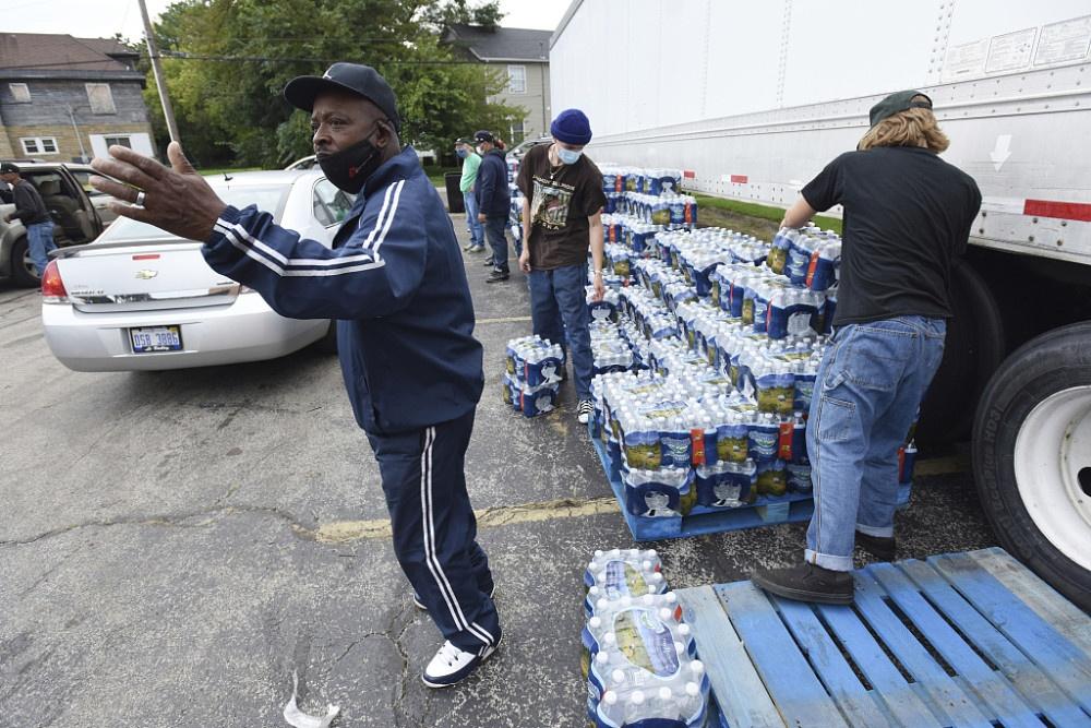 密歇根州官员向一85%黑人居住的城市发警告:勿用自来水刷牙
