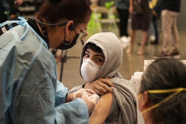 """荒唐!佛州一学校竟要求接种疫苗学生隔离30天,以防""""传染别人"""""""