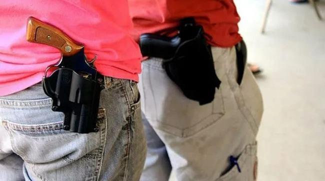 """佛州议员新提案: 取消""""持枪审批"""",人人可公开携枪上街"""